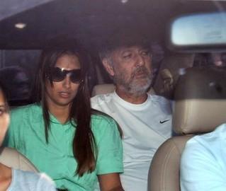Barbado, Arruda deixa a prisão ao lado de sua mulher, Flávia. Ex-governador ficou dois meses detido na Polícia Federal