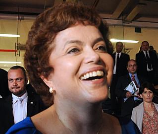 Pela primeira vez, Dilma aparece na frente de Serra na pesquisa Datafolha: 41% contra 33%
