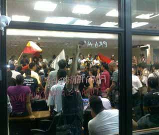 Estudantes e sindicalistas pressionam deputados a votar impeachment de governador