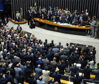 Natal gordo: parlamentares planejam aumentar seus próprios salários em 62,5%