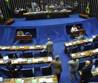 Proposta de equiparar o salário dos parlamentares ao dos ministros do STF ganha força no Senado