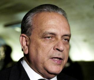 Vídeo mostra ex-presidente do PSDB negociando freio em CPI da Petrobras