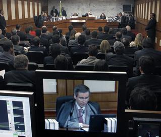 Seguindo o parecer de Arnaldo Versiani, TSE entende que ficha limpa vale para condenações anteriores à sanção presidencial
