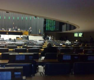 O Valle de los Caídos: é nessa zona de penumbra do plenário que Jader se esconde nas raras vezes em que comparece às sessões da Câmara